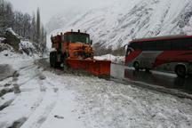 بارش سنگین برف جاده هراز را هم بست