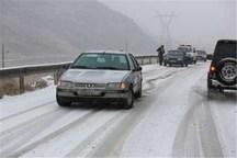 بارش برف در گردنههای آوج و قسطینلار استان قزوین ادامه دارد