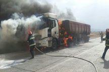 اتصال برق کامیون حامل «کاه» را در بوکان طعمه آتش کرد