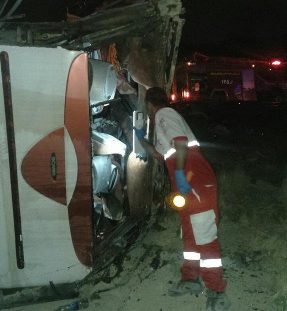یک کشته و 8 مصدوم در  حادثه سقوط اتوبوس در یک دره محور یاسوج-سمیرم