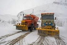 20 تیم راهداری در جاده های البرز مشغول برف روبی هستند