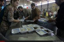 جمع آوری ظروف یکبار مصرف پس از پذیرایی در هیات های مذهبی
