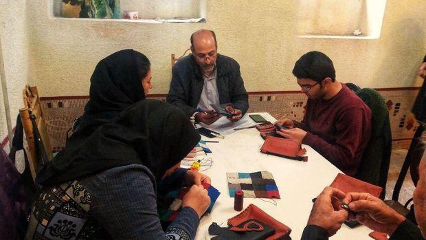 دوره آموزشی صنایع دستی برای نابینایان و کمبینایان در تبریز برگزار شد