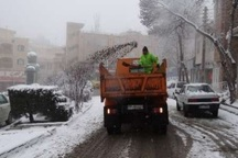 انجام عملیات برف روبی از سطح معابر و خیابان های شهر قزوین