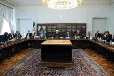 روحانی: باید سرمایه اجتماعی را با تقویت اعتماد عمومی بیش از پیش افزایش دهیم/ اساتید دانشگاه نباید خود را از دولت جدا بدانند/ همانطور که علم دستوری نمیشود، انتقاد هم نمیتواند دستوری باشد/ جامعه ما نباید نگران فردا باشد
