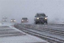 تمامی راههای استان تیغ زنی و برف روبی شده است
