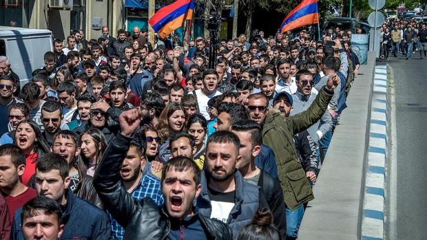ادامه اعتراض های گسترده در ارمنستان+ تصاویر