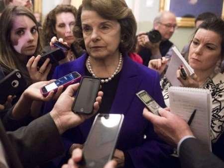 سناتور دمکرات : ترامپ به زودی ناچار به استعفا خواهد شد