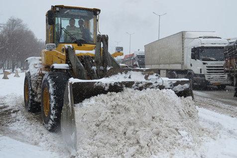 جاده های 8 استان برفی و بارانی