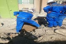 فعالیت تیم های فنی آبفای همدان در مناطق زلزله زده  بیش از 12 هزار بطری آب ارسال شد