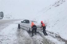 سرنشنیان 9 دستگاه خودروی گرفتار در کولاک چاراویماق نجات یافتند