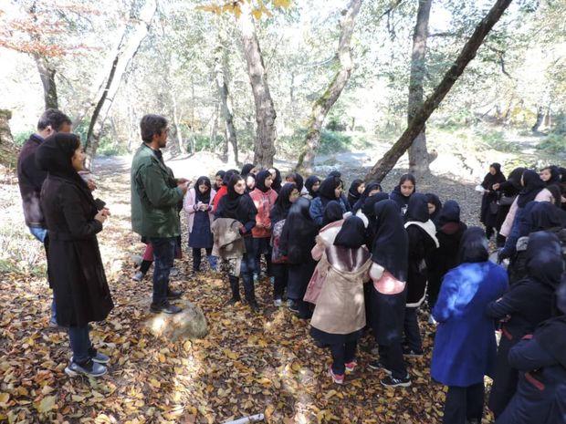 دانش آموزان گرگانی بخشی از جنگل توسکستان را از زباله پاک کردند