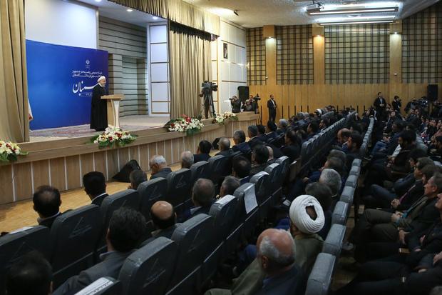 روحانی: قانون اساسی مسیر همه پرسی از مردم را به عنوان یک ظرفیت پیش رو گذاشته است/ به وزیر علوم بارها گفته ام روبهروی زندانی کردن دانشجو به بهانه های سیاسی بایستد/ اف ای تی اف، زیرساخت و لازمه ارتباط مالی با بانکهای جهانی است