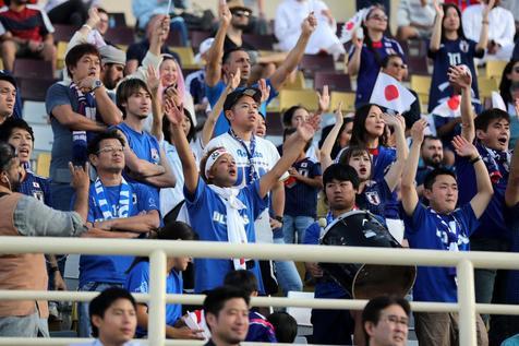 پدر نمونه از نوع ژاپنی در جام ملت های آسیا + عکس