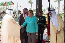 مرکل خواستار توقف حملات هوایی عربستان به یمن شد