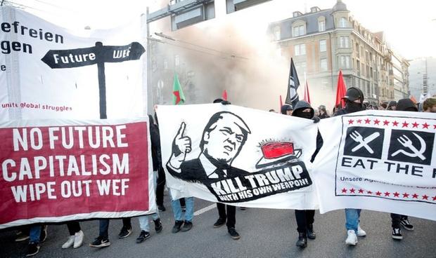 تظاهرات علیه سفر ترامپ به داووس رسید + تصاویر