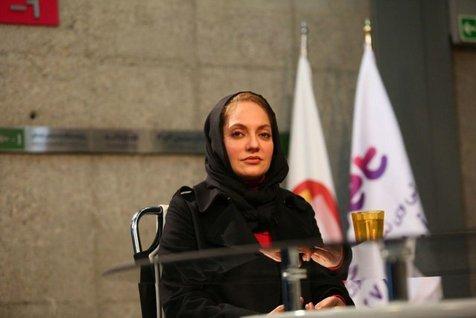 مهناز افشار در سالن مسابقه تیم ملی فوتسال/ اوکراینی ها بدون حجاب بازی کردند