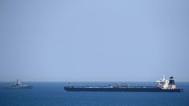 انگلیس: قصد نداریم کشتیها را در خلیج فارس اسکورت کنیم