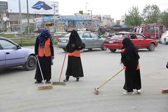 زنان رفتگر در خیابانهای کابل(تصاویر)