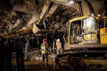 آخرین اخبار از روز سوم حادثه پلاسکو؛ بازار کویتی ها تخریب نمی شود/ نبرد با آتش و آوار 60 ساعته شد/ محمود علوی در محل حادثه: تا این لحظه به هیچگونه اطلاعاتی از خرابکارانه بودن حادثه نرسیده ایم/افزایش شمار مصدومان حادثه پلاسکو به ۱۵۷ نفر