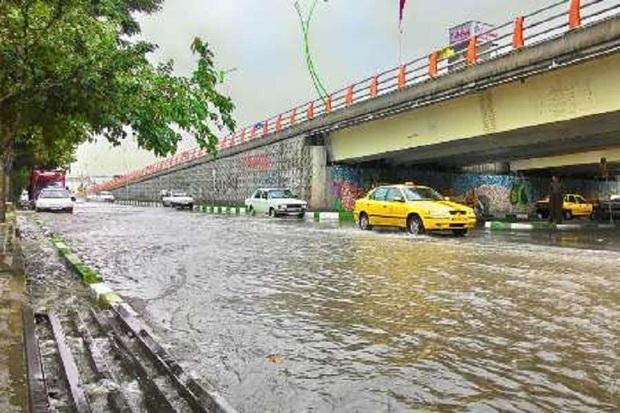 بارش شدید باران موجب آبگرفتگی معابر در ارومیه شد
