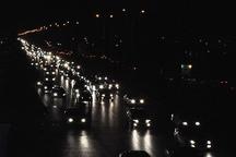 تردد وسایل نقلیه درکلیه محورهای مواصلاتی قم روان است  احتمال ترافیک در ساعات پایانی شب