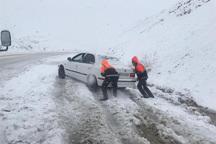 50 خودرو گرفتار در برف در راه های خمین امداد رسانی شدند