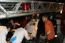 نجات 20 نفر از آتش سوزی مجموعه اقامتی در مشهد