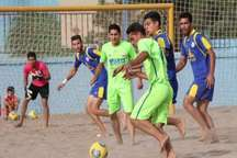 مسابقات فوتبال ساحلی چهار جانبه با حضور تیم های لیگ برتر کشور در اردکان آغاز شد