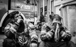 دانش آموزان شین آبادی در محل حادثه پلاسکو+ عکس