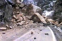 ریزش کوه، تردد در جاده پلدختر- خرم آباد را کند کرد