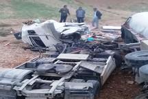 کامیون دانگ فنگ در محور دهلران - اندیمشک واژگون شد
