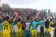 تیم فوتبال ۹۰ ارومیه با عشق هواداران به میدان میرود