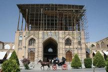 گردشگران در نوروز 97 از کاخ عالی قاپو بدون داربست بازدید میکنند
