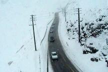 تردد به صورت روان در محورهای مختلف مازندران در جریان است  احتمال ریزش برف و جاده در کندوان و هراز