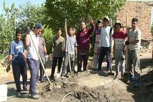 دانشآموزان مدرسه ادب تهران ۶ خانه برای نیازمندان مشگینشهری ساختند