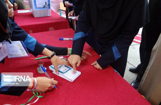عضو شورای شهر تهران خواستار جدی گرفتن انتخابات شهردار مدرسه شد