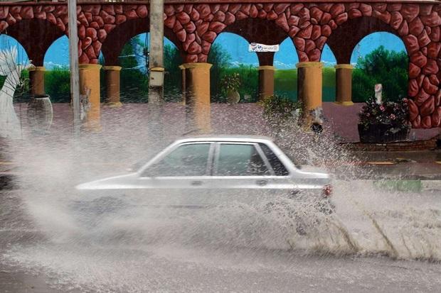 بارش باران موجب آبگرفتگی معابر در ارومیه شد