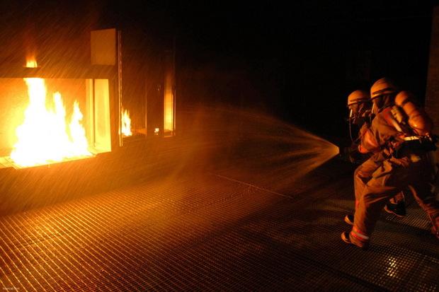 آتش سوزی در بازار تاریخی ارومیه مهار شد
