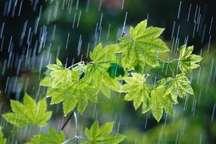 بارش رگباری باران در همدان ادامه دارد