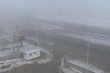 مه غلیظ تردد خودروها را در گردنه های خراسان شمالی کند کرده است