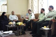 فرمانده ناجا با خانواده شهید زارع در یزد دیدار کرد