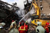 آخرین اخبار حادثه پلاسکو؛ تلاشها برای یافتن زیر آوارماندگان فعلا بینتیجه بوده/ تمام اخباری که درباره نجات یا شهادت آتش نشانان محبوس مطرح می شود کذب است/ 114 نفر مصدوم/ دادستانی:  مدیران ساختمان باید درخصوص موارد ایمنی رعایت نشده، پاسخگو باشند
