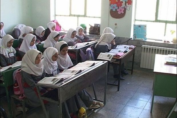 معلمان خمین رتبه نخست جشنواره نوآوری های آموزشی را کسب کردند