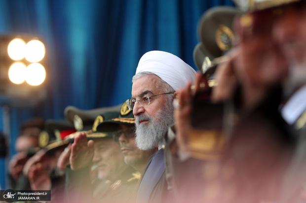 رئیس جمهور: ارتش طی 40 سال گذشته همواره برای پاسداری از تمامیت ارضی کشور و نظام ، فداکاری کرده است/ توهین به سپاه پاسداران توهین به نیروهای مسلح و ملت بزرگ ایران است