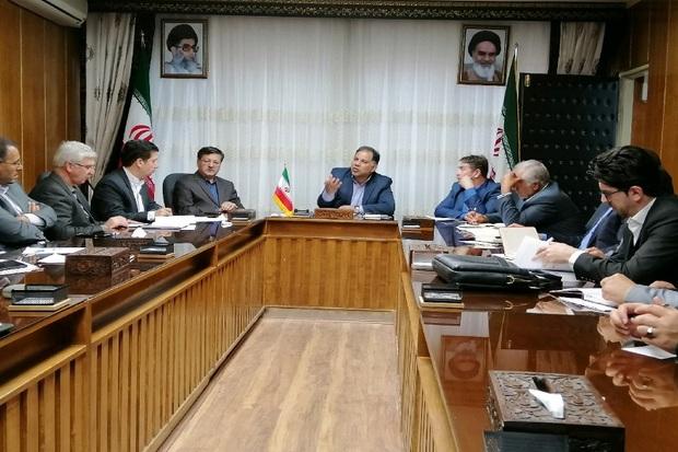 مسوولان با عرضه میوه صنعتی در کناره جاده های آذربایجان غربی برخورد کنند