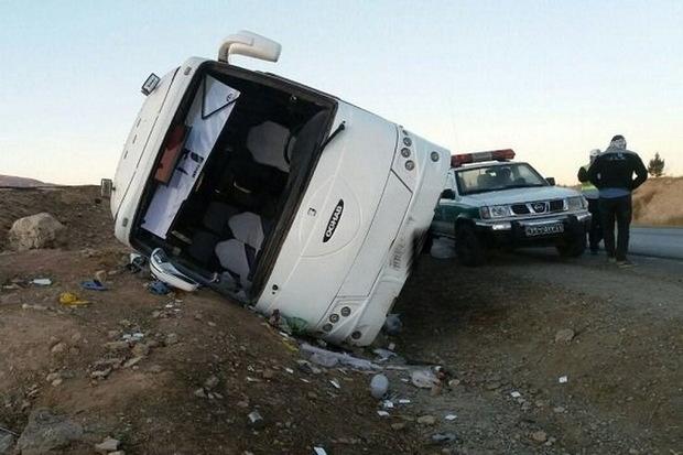 لغزندگی جاده علت واژگونی اتوبوس در فارس اعلام شد
