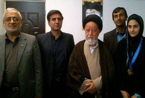 تکواندوکار ایرانی مدالش را به پدر جوان ترین شهید مدافع حرم اهدا کرد