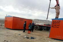 12 عدد کانکس اهدایی اصناف و بازاریان بیجار به مناطق زلزله زده کرمانشاه ارسال شد