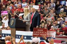 بهره برداری تبلیغاتی ترامپ از زنان+ تصاویر
